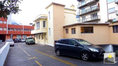 MARTIGNY/Hyper-centre. Je suis THE PLACE, local commercial de rendement et parking/ 210 m² à vendre