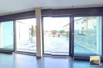 SAILLON appartement traversant en rez de pelouse 3.5 pces de 115 m²